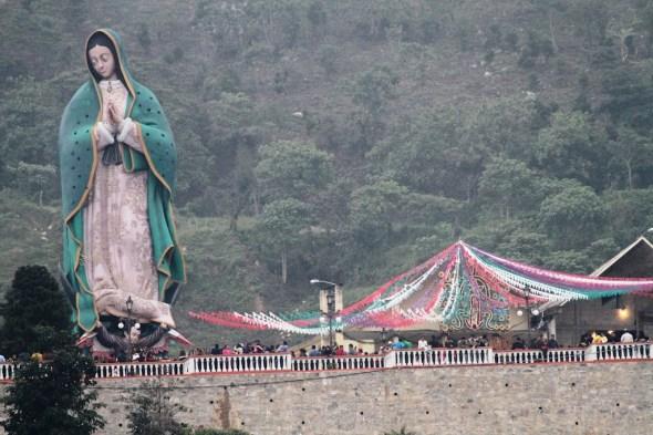 ZP_foto de la escultura gigante de La Guadalupana_12 diciembre 2011_Xicotepec de Juárez