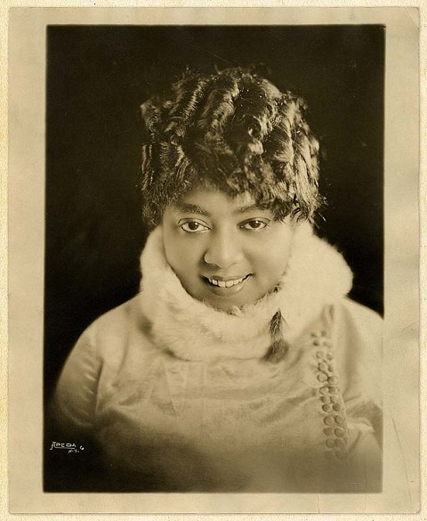 ZP_Mamie Smith, 1883 to 1946, vaudevillian and Blues singer who was the first black woman to cut a Blues record. In 1920, in New York City, she recorded the first million-seller by a black singer - two songs by Perry Bradoford - Crazy Blues and It's Right Here For You - If You Don't Get It, T'ain't No Fault of Mine.