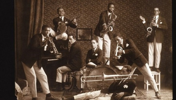 ZP_Os Oito Batutas_The Eight Batons or Eight Cool Guys_around 1920.  These Rio musicians had played maxixes and choros for bourgeois theatre-goers in the lobby at intermissions.  They began to add ragtime and foxtrot numbers, the latest American imports.  But, in their spare time, under the influence of the Afro-Brazilian Tias Baianas, they were already synthesizing a new music, the Samba carioca...but it would be decades before the Brazilian middle-class could handle such a sound - and the moves  that went with it!