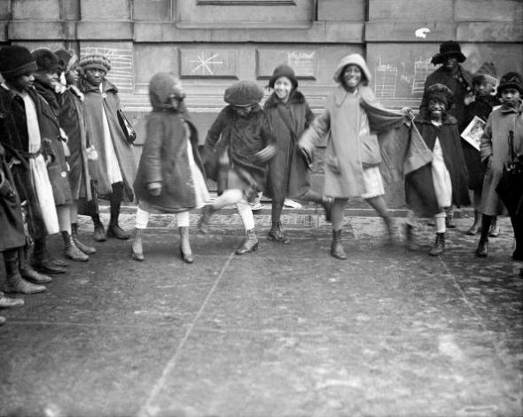 ZP_Youngsters playing in the street_an undated photograph from 1920s Harlem