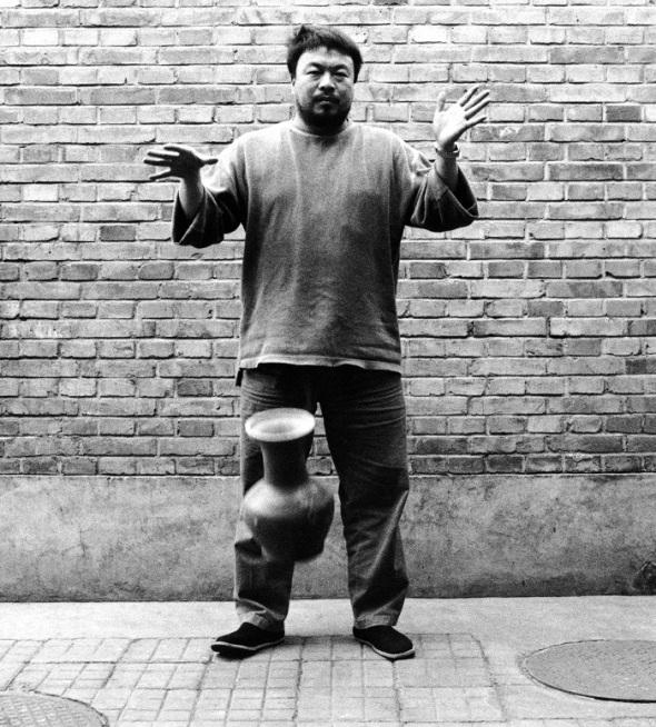 Ai Weiwei dropping a Han Dynasty urn
