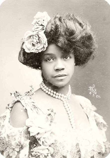 Aida Overton Walker in a glamour portrait from the first decade of the 20th century