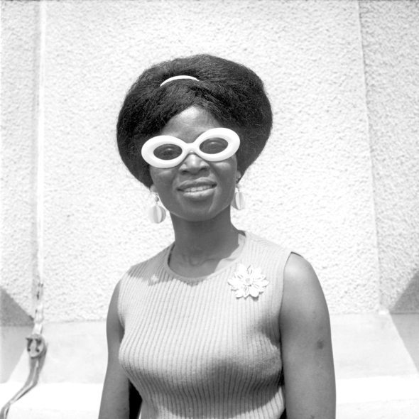 Okhai Ojeikere photographer_Nigerian woman_late 1960s