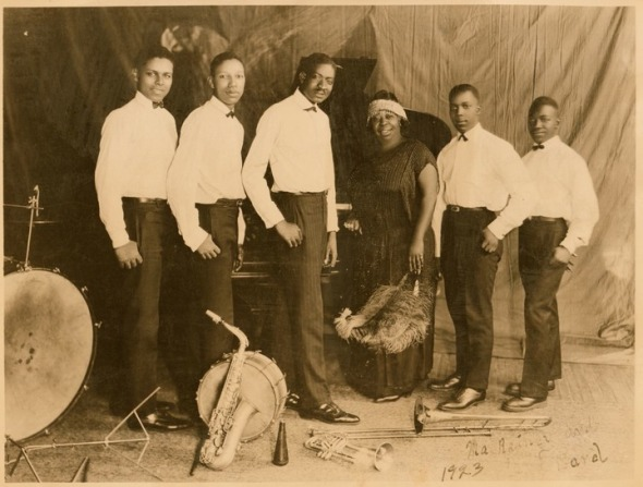 Ma Rainey with her band in 1923_Eddie Pollack_Albert Wynn_Thomas A. Dorsey_Dave Nelson_Gabriel Washington