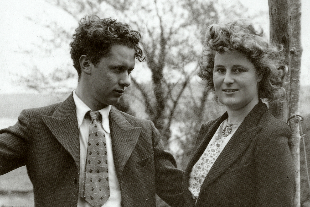 a biography of dylan thomas a welsh poet