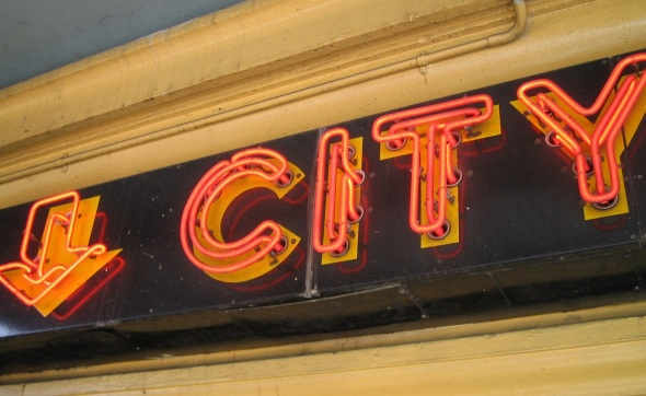Melbourne_Neon sign for City Hatters below Flinders Street Station_September 2014