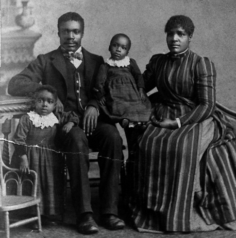 Black American family portrait_early 20th century