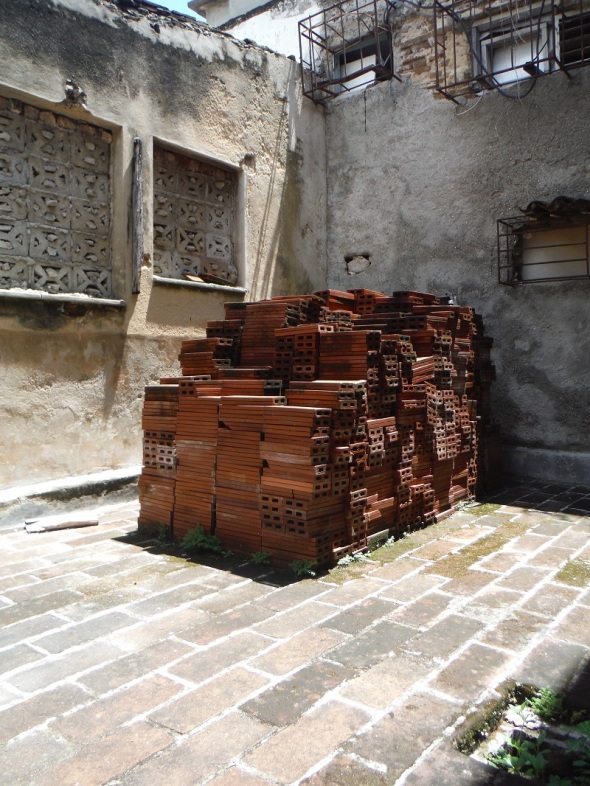 Holguín_Cuba_mayo de 2016_Al fondo del Museo La Periquera