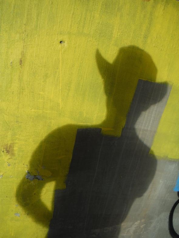 Mi sombra en la pared bajo el puente_Toronto_junio de 2016