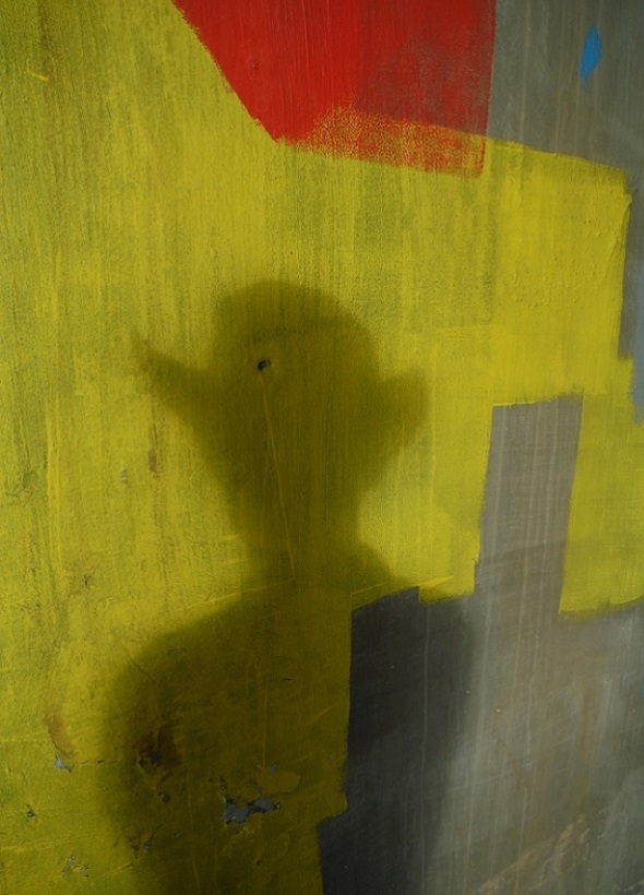 Mi sombra_bajo del puente ferrocarril_cerca de las calles de Logan y Gerrard_Toronto_4 de junio de 2016