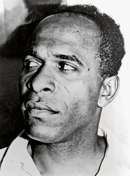 "Frantz Fanon (1925- 1961): escritor y revolucionario nacido en Martinica_autor de ""Los condenados de la tierra"" / French- Caribbean writer and revolutionary from Martinique_most famous for his book ""The Wretched of the Earth"""